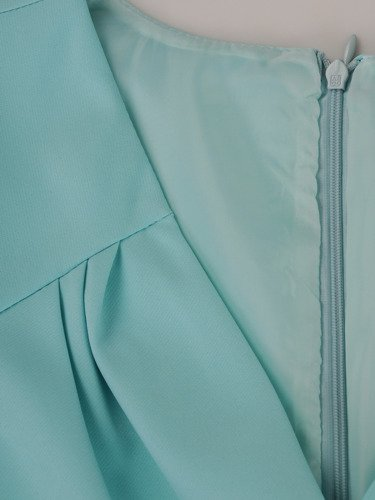 Sukienka damska 15679, kopertowa kreacja w fasonie maskującym brzuch i biodra.