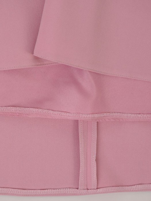Sukienka damska 18042, pudrowa kreacja z modnymi rękawami.