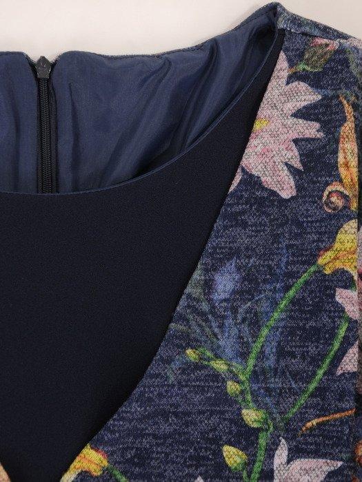 Sukienka damska Gizelda II, jesienna kreacja w fasonie maskującym brzuch.