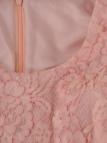 Sukienka damska Mirenda V, elegancka kreacja z koronki i tkaniny.