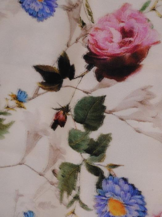 Sukienka damska Telma, wiosenna kreacja w kwiaty.
