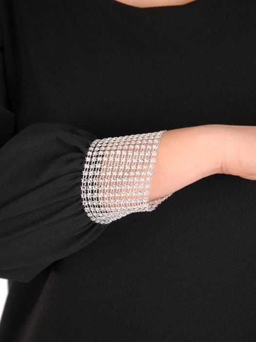 Sukienka trapezowa z szyfonowymi rękawami i mankietami w cyrkonie 28249