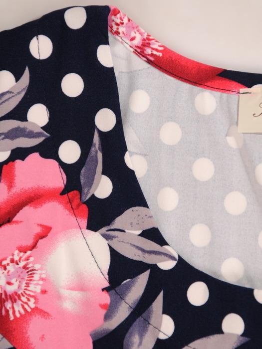 Sukienka w kwiaty, elastyczna kreacja z dzianiny 20495.