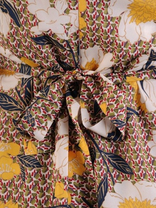 Sukienka w kwiaty, zwiewna kreacja z szyfonu 25617