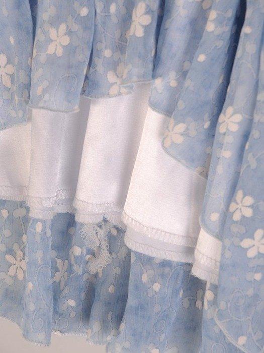 Sukienka w luźnym fasonie, zwiewna kreacja z falbanami 26160