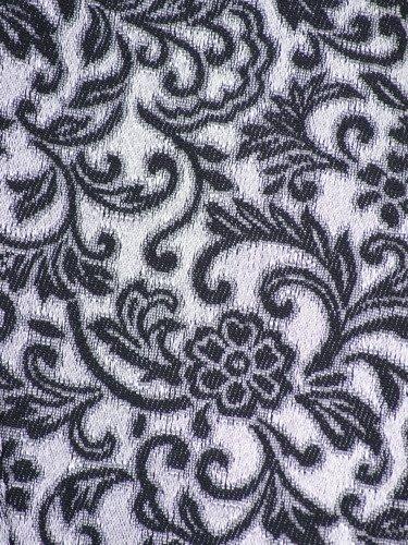 Sukienka wieczorowa Amandis IV, elegancka kreacja w wyszczuplającym fasonie.