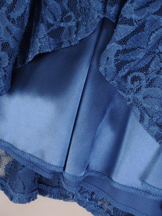 Sukienka wieczorowa, rozkloszowana kreacja z koronki 26001