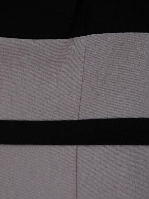 Sukienka z kontrastowymi wstawkami Rosa V, efektowna kreacja wyjściowa.