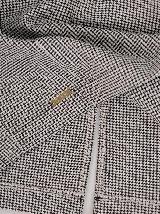 Sukienka z ozdobnymi patkami, prosta kreacja w pepitkę 22217