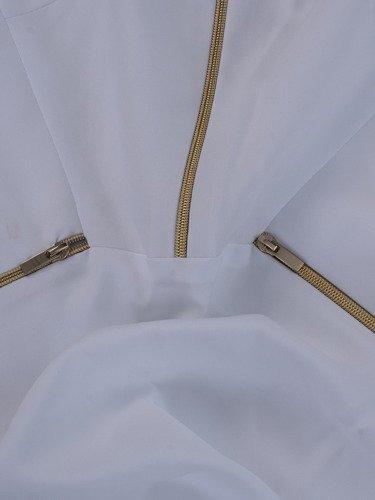 Sukienka z ozdobnymi zamkami Emilia II, piękna kreacja w kolorze białym.