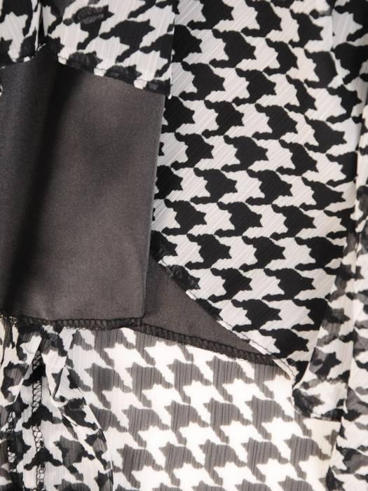 Sukienka z szyfonu, zwiewna kreacja w pepitkę 29386
