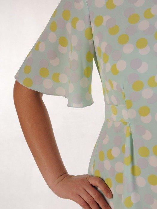 Sukienka z tkaniny, rozkloszowana kreacja z ozdobnym wiązaniem 25071