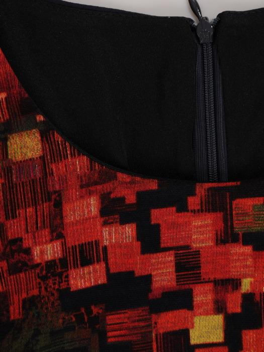 Sukienka z wyszczuplającymi wstawkami, dzianinowa kreacja z falbaną 22092