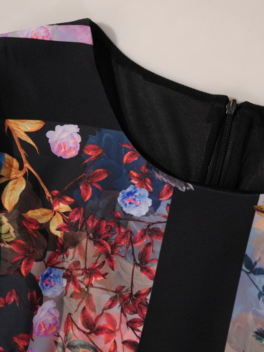 Sukienka z wyszczuplającymi wstawkami, kreacja w kolorowe kwiaty 19429