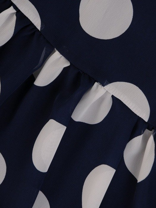 Szyfonowa sukienka o trapezowym kroju, kreacja w grochy 25276