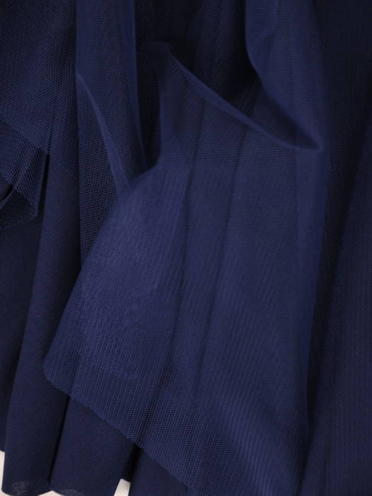 Wieczorowa sukienka z granatowego tiulu w rozkloszowanym fasonie 31128