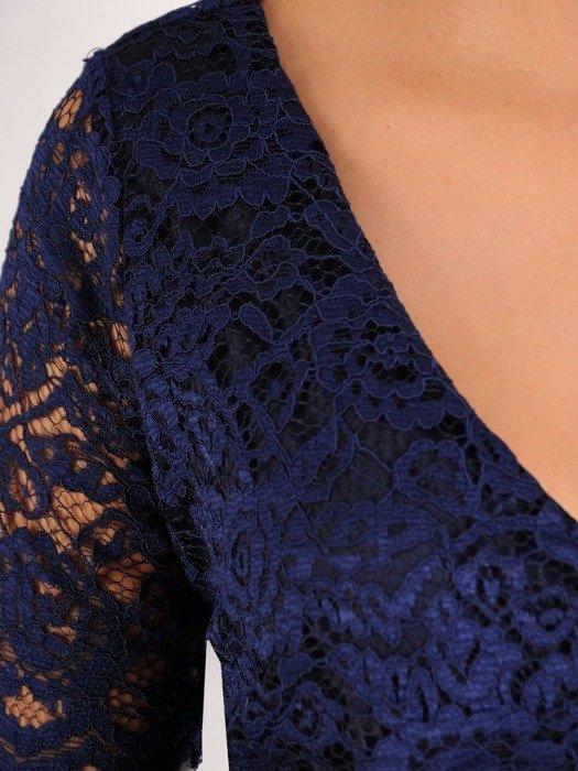 Wizytowa sukienka z koronki, kreacja w prostym fasonie 22547