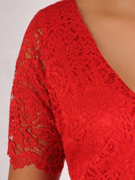 Wizytowa sukienka z koronki, kreacja w prostym fasonie 22552