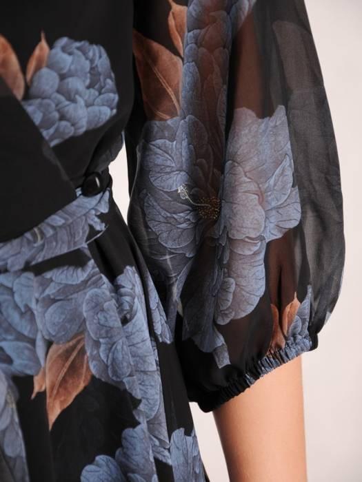 Wyjściowa, zwiewna sukienka w kwiaty z kopertowym dekoltem 30394