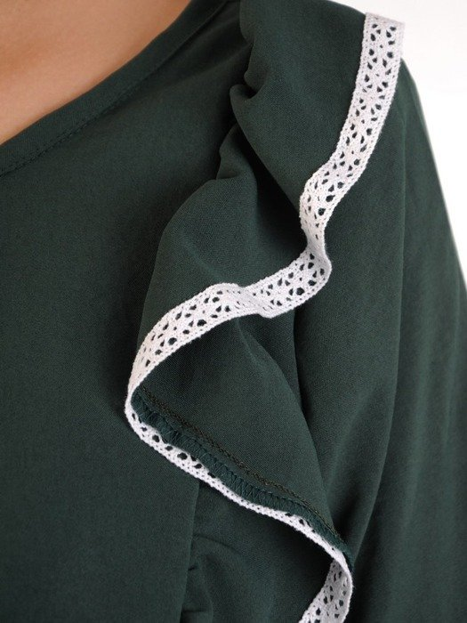 Wyszczuplająca sukienka z modnymi falbanami 24170