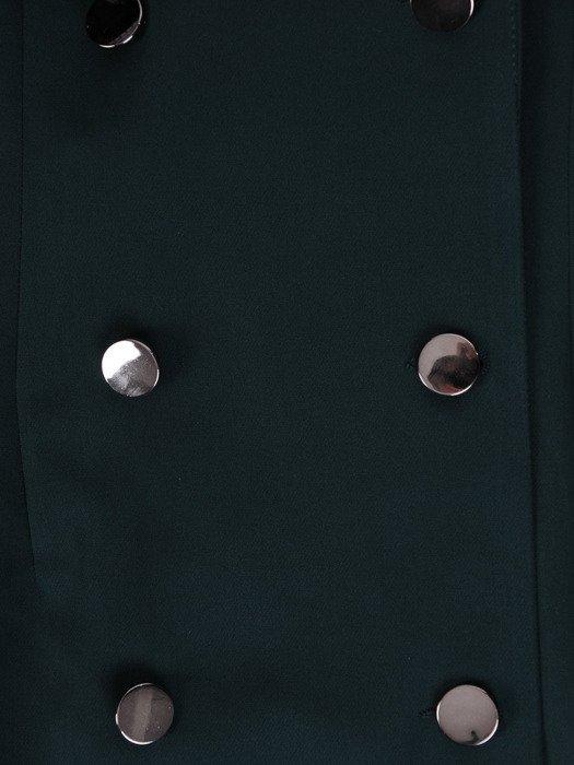 Wyszczuplająca sukienka zapinana na guziki 17916, zielona kreacja z kołnierzem.