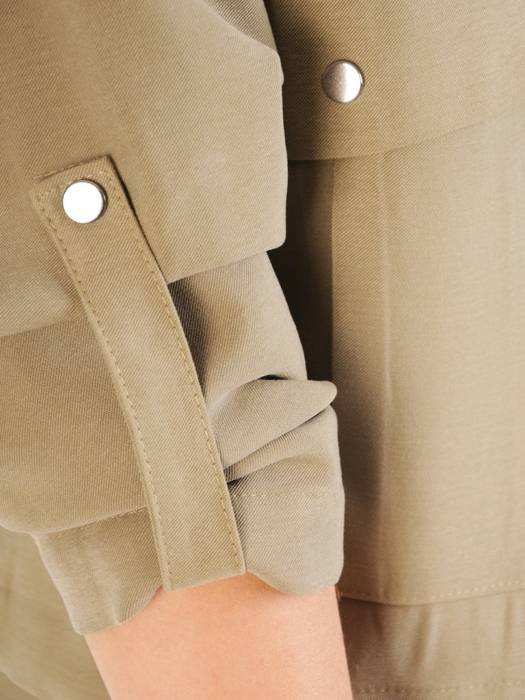 Zapinana bluza na zamek z ozdobnymi kieszeniami 29287