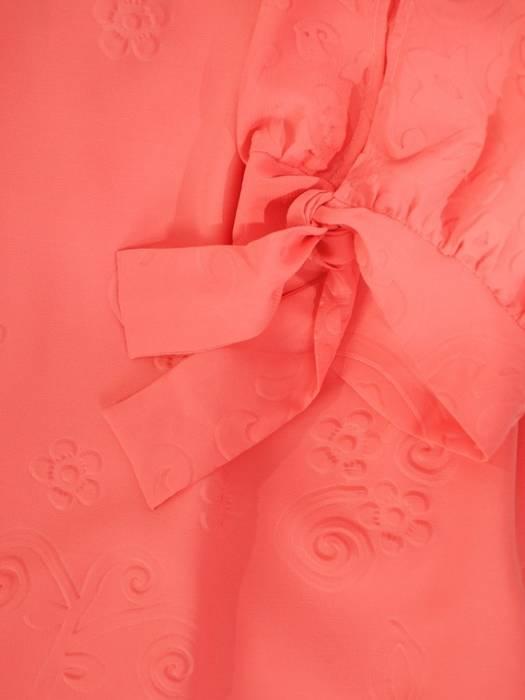 Zwiewna sukienka z szyfonu, łososiowa kreacja z ozdobnymi rękawami 29866