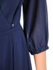 Kopertowa sukienka wyjściowa, granatowa kreacja z paskiem 30678