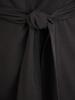 Prosta czarna sukienka z wiązaniem w pasie 30960
