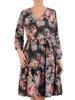 Rozkloszowana sukienka z tkaniny, kreacja z gumką w pasie i falbaną 24615