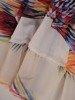Szyfonowa sukienka o trapezowym kroju, kreacja z oryginalnym nadrukiem 25270